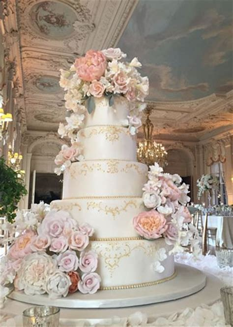 1000  ideas about Gold Wedding Cakes on Pinterest