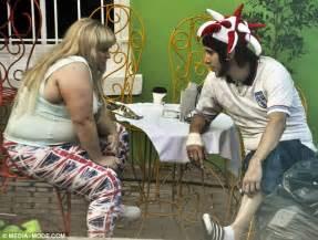 sacha baron cohen kisses rebel wilson on the set of rebel wilson shoots a scene with sacha baron cohen for new