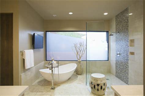 bad home design trends begehbare duschen offene dusche aus glas und fliesen