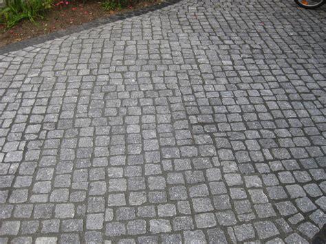 pflastersteine verfugen sand natursteinpflaster verlegen galabau m 228 hler