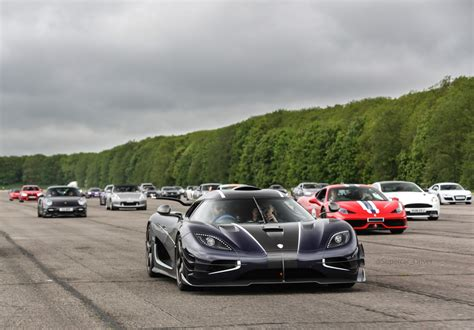blue koenigsegg one 1 koenigsegg one 1 breaks vmax200 speed record thrice in