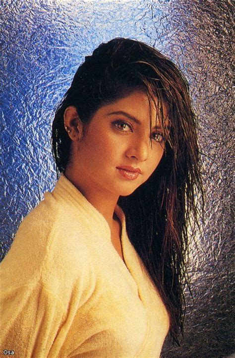actress divya bharti wallpaper divya bharti photo wallpapers in 2019 pinterest