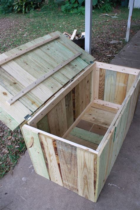 Deck Storage Bench Pallet Storage May Be Better If It Weren T Sitting Flush On Ground Deck But Inspires Me