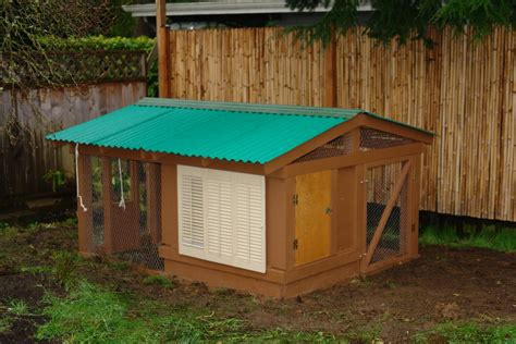 backyard chicken coop irreplaceable in ensuring the