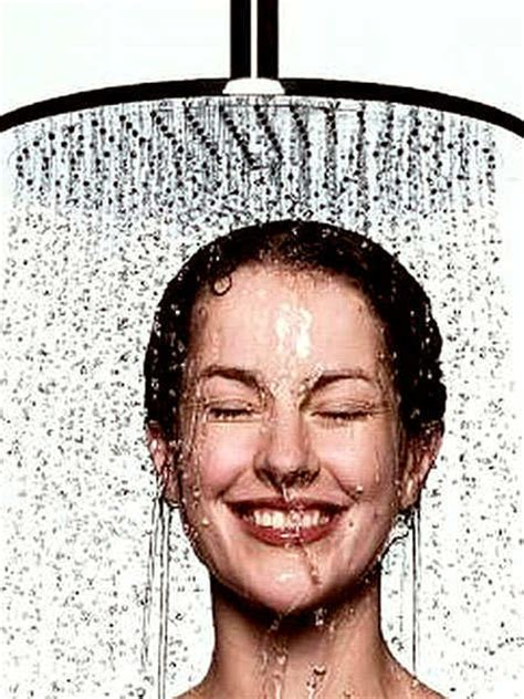 Psoriasis Shower by 10 Simple Home Remedies To Treat Psoriasis Feminiyafeminiya