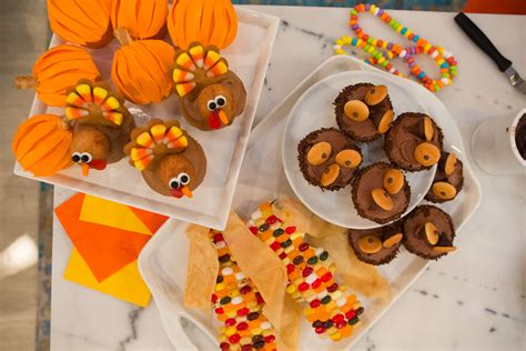 Cupcake Of The Week Gobble Gobble by You Will Gobble Up These Adorable Thanksgiving Cupcakes