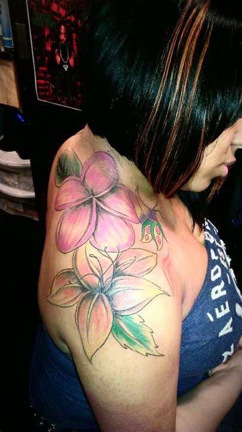 flower tattoo for shoulder 25 great shoulder tattoos for women creativefan