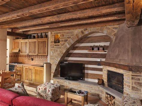 chalet di montagna con camino come arredare una casa in montagna foto design mag