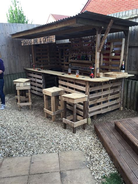 making the ultimate garden bar using pallets pallets