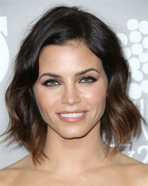 how to style jenna dewans short hair jenna dewan tatum short wavy cut short hairstyles