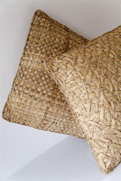 almohadas fibras naturales cojines de fibra natural para terrazas muza pinterest