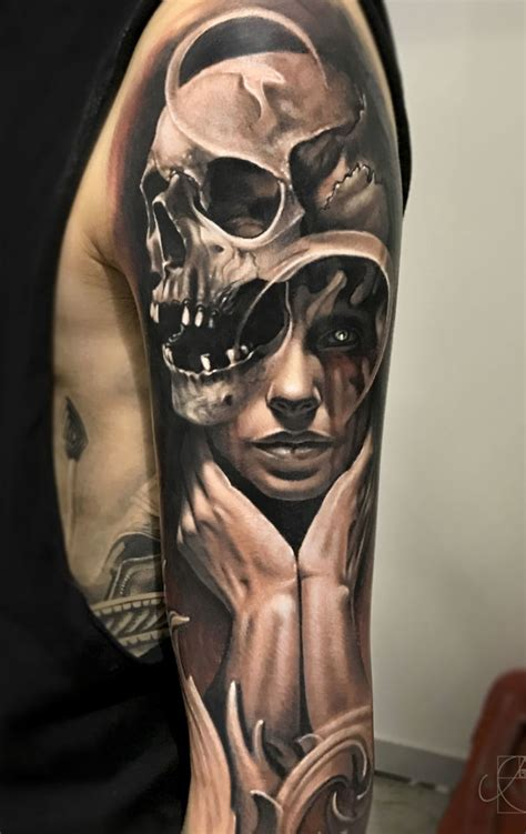 artist tattoos artist arlo dicristina at the