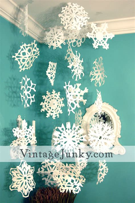 Snowflakes Out Of Paper - how to make paper snowflakes