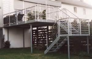 treppe in den garten metalltreppen podesttreppe als treppe in den garten als