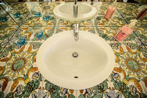 piastrelle vietri bagno camere con mobili d epoca bagno privato colazione