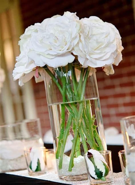 white centerpieces memorable wedding wedding flower centerpieces using white