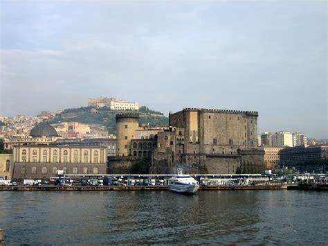napoli porto vecchio file napoli porto02 jpg wikimedia commons