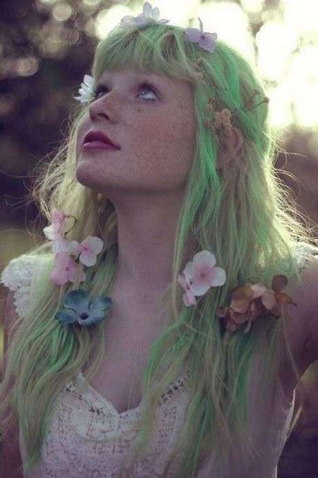 cappelli con fiori acconciature capelli lunghi con fiori