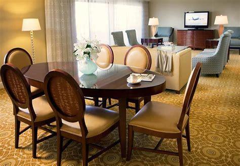 Dining Room Attendant 92322 T