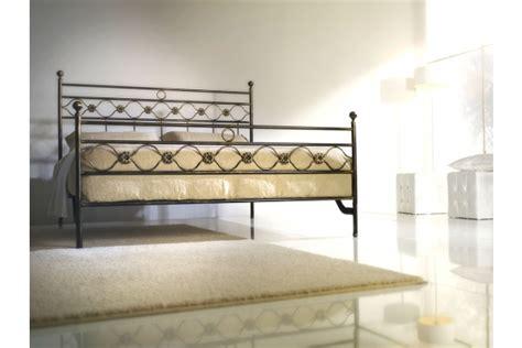 letti di ferro battuto moderni letto matrimoniale in ferro battuto moderno