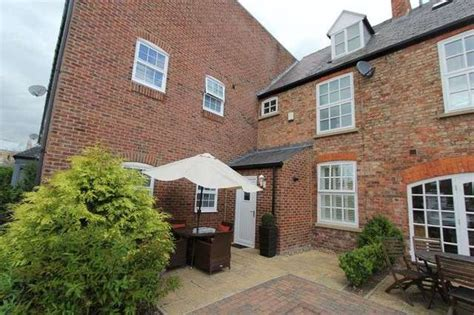 3 bedroom houses to rent in beverley 3 bedroom terraced house to rent in flemingate beverley hu17