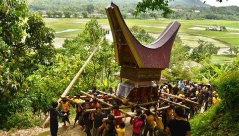 video film pocong mumun dan jefri top 4 tradisi pemakaman yang hanya ada di indonesia