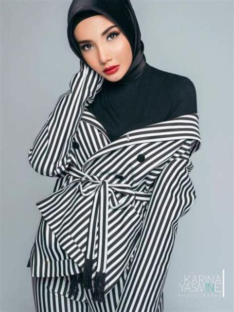 Peragakan Baju Muslimah Dengan Pose Hot, Zaskia Sungkar di