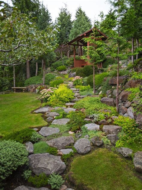 Landscaping Steep Hill Backyard by 25 Unique Steep Hillside Landscaping Ideas On