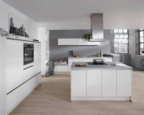 cuisine blanc laque avec ilot cuisine compl 232 te avec 238 lot central et fa 231 ade blanc