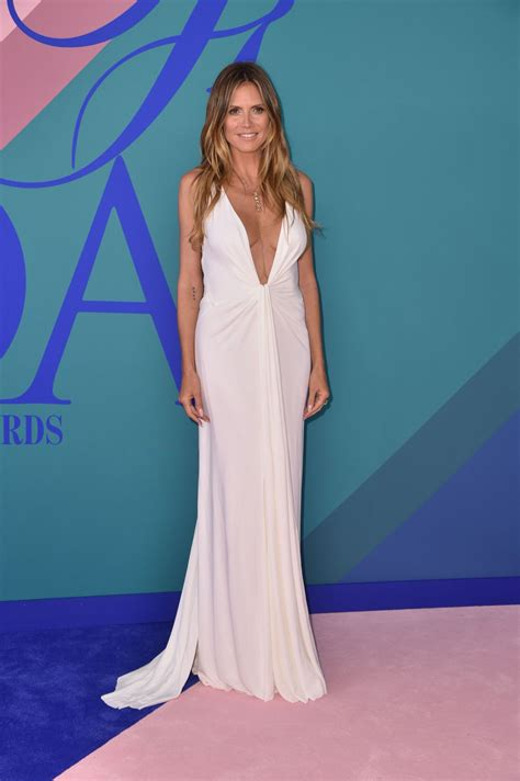 Cfda Awards Carpet Debra Messing And Heidi Klum by Heidi Klum Heidiklum On Carpet Cfda Fashion Awards