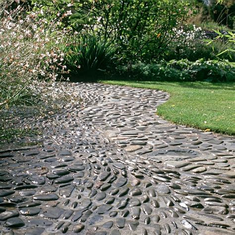 Backyard Pebbles by 32 Amazing Pebble Garden Paths Digsdigs