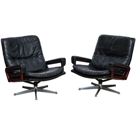 swivel cing chair pair of quot king quot swivel lounge chairs by andre vandenbeuck