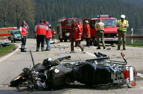 Motorradunfall A5 Freitag by T 246 Dlicher Unfall Bei Freiburg Motorrad Touchiert Und Dann