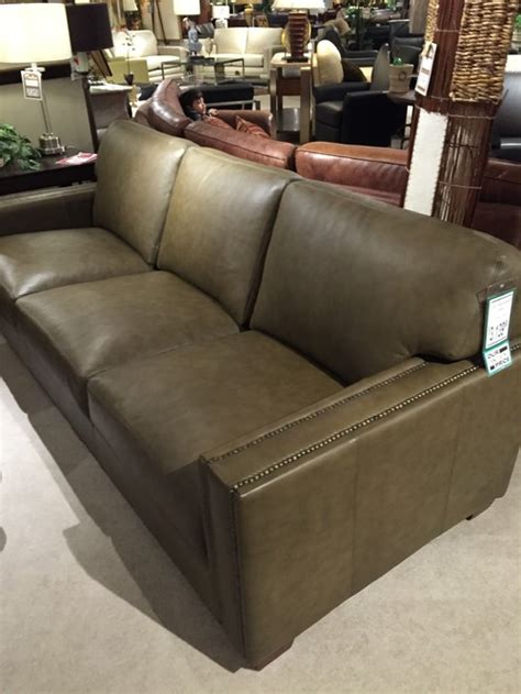 Leather Sofa Vs Fabric Sofa by Leather Versus Fabric Sofa Fabric Vs Leather Difference