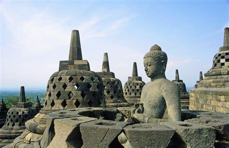 Satu Abad Usaha Penyelamatan Candi Borobudur kebudayaan dan kepribadian archistudent