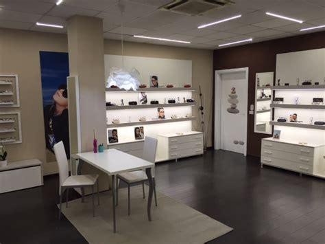 arredamenti negozi di ottica arredamento per negozi di ottica toscana belardi arredamenti