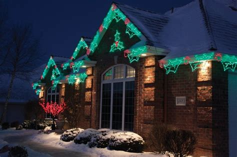 how much does outdoor holiday lighting cost