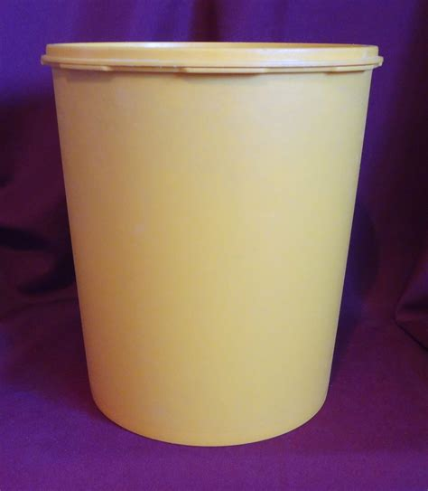 Tupperware Canister Gold Kerupuk tupperware servalier canister vintage harvest gold with lid 1205 3 1339 3 other
