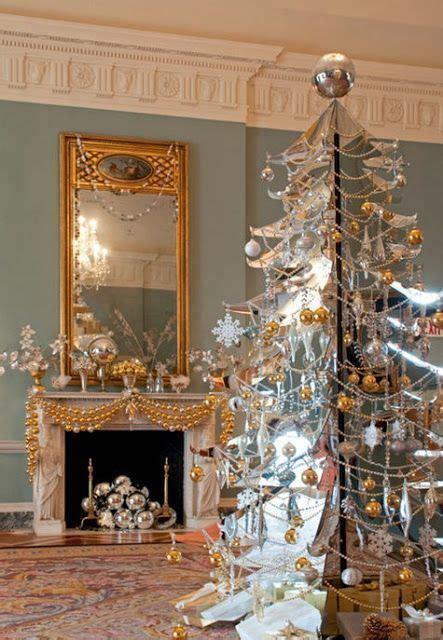 decorar espejo blanco ideas para decorar chimeneas en navidad dorado con blanco