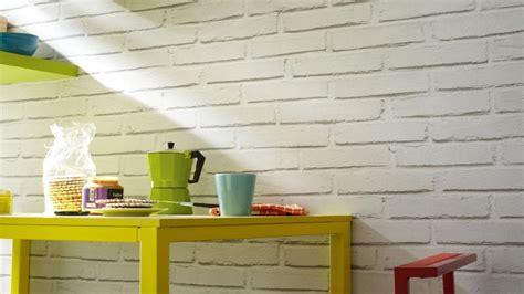 awesome Poser Du Papier Peint Sur Du Papier Peint #3: papier-peint-imitation-briques-blanches-sur-intisse-dans-cuisine-catalogue-leroy-merlin.jpg
