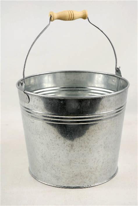 "Galvanized 8.5"" Bucket with Handle"