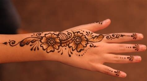 gambar desain henna tangan 65 gambar motif henna pengantin tangan dan kaki sederhana