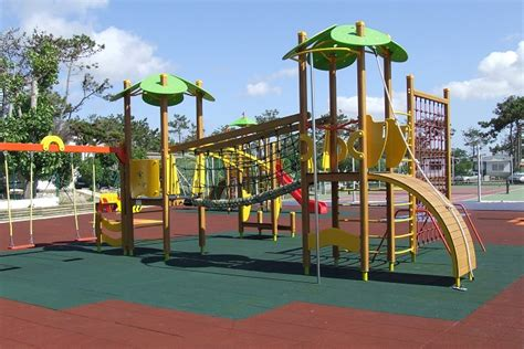 pavimenti per parco giochi parchi gioco mattonelle e pavimenti in gomma antitrauma