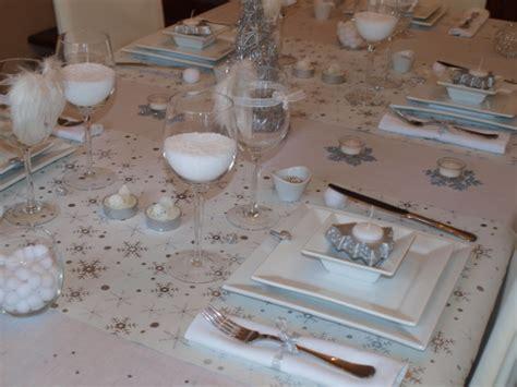 table de noel argent et blanc table de no 235 l toute de blanc et d argent v 234 tue table