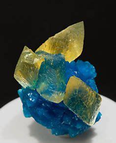 torbernite. chemical formula: cu(uo2)2(po4)2·12 h2o. a