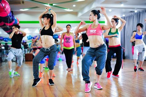 steps for zumba dance class get fit toned and flexible with zumba for beginners at home
