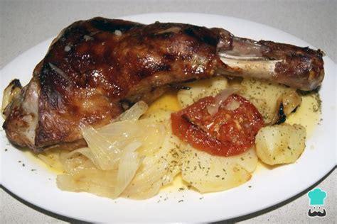 cocinar pierna de cordero lechal al horno receta de paletilla de cordero al horno con patatas