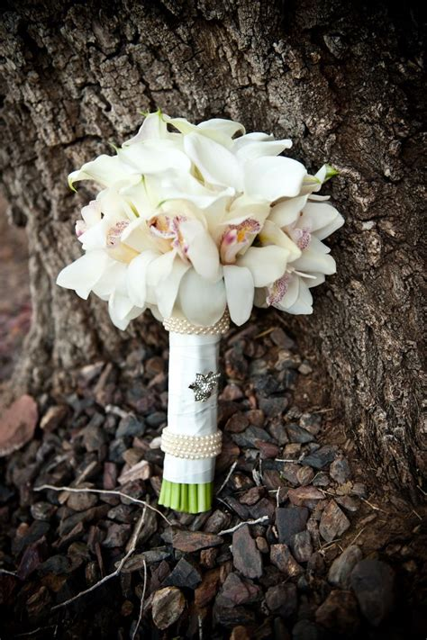 Orchid Arrangement Jadore White With Mini White Orchids An Artistic Modern Bridal Bouquet Of White Mini Calla