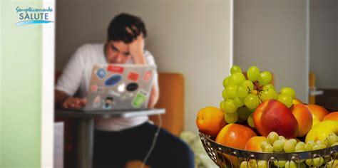 mal di testa e pressione alta stress e pressione alta puntate sulla frutta