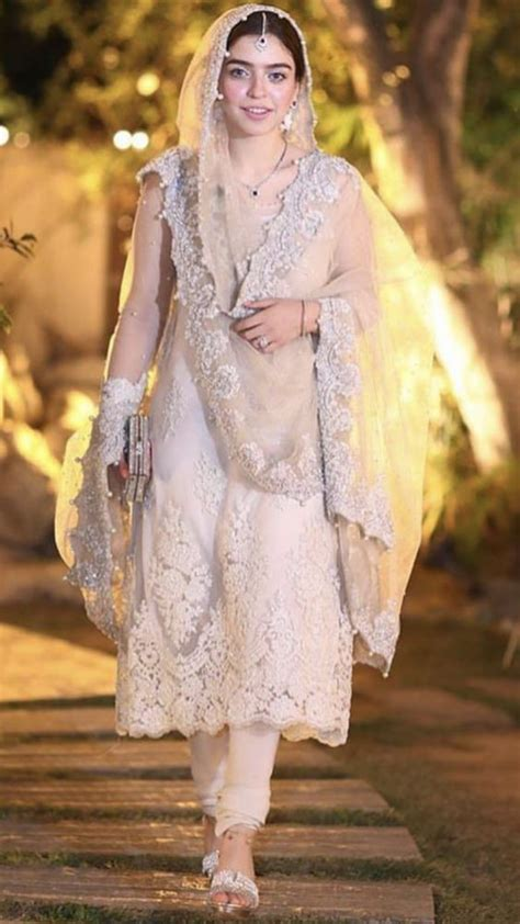 bridal dupatta styles  fashionable brides